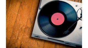 Виниловые проигрыватели – великолепное звучание от надежных производителей